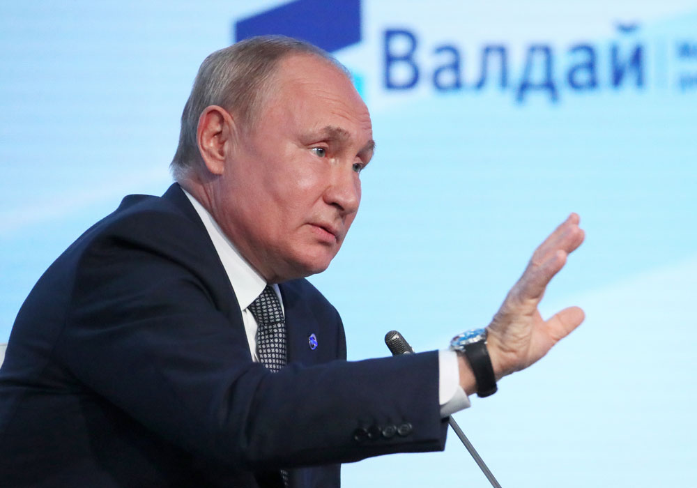 Надо его совершенствовать: Путин пообещал проанализировать закон об иноагентах