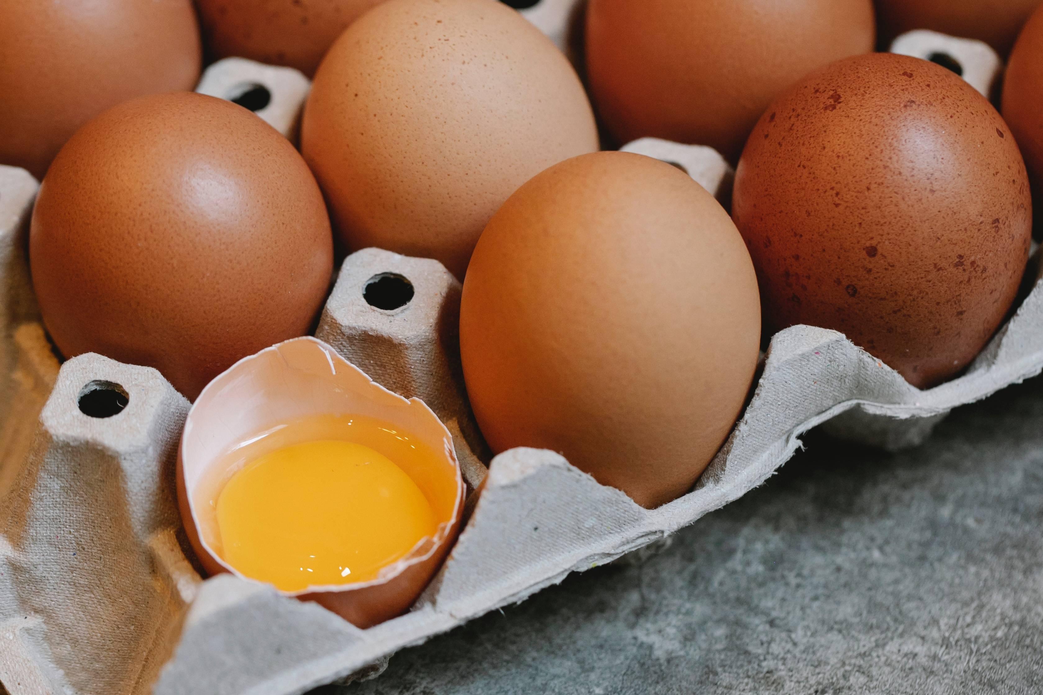 Диетолог рассказала, яйца какого цвета не стоит покупать