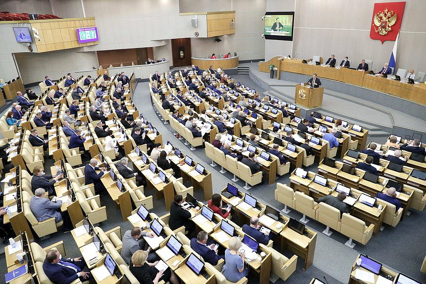 В новой Госдуме депутаты-мужчины стали старше, а женщины  моложе
