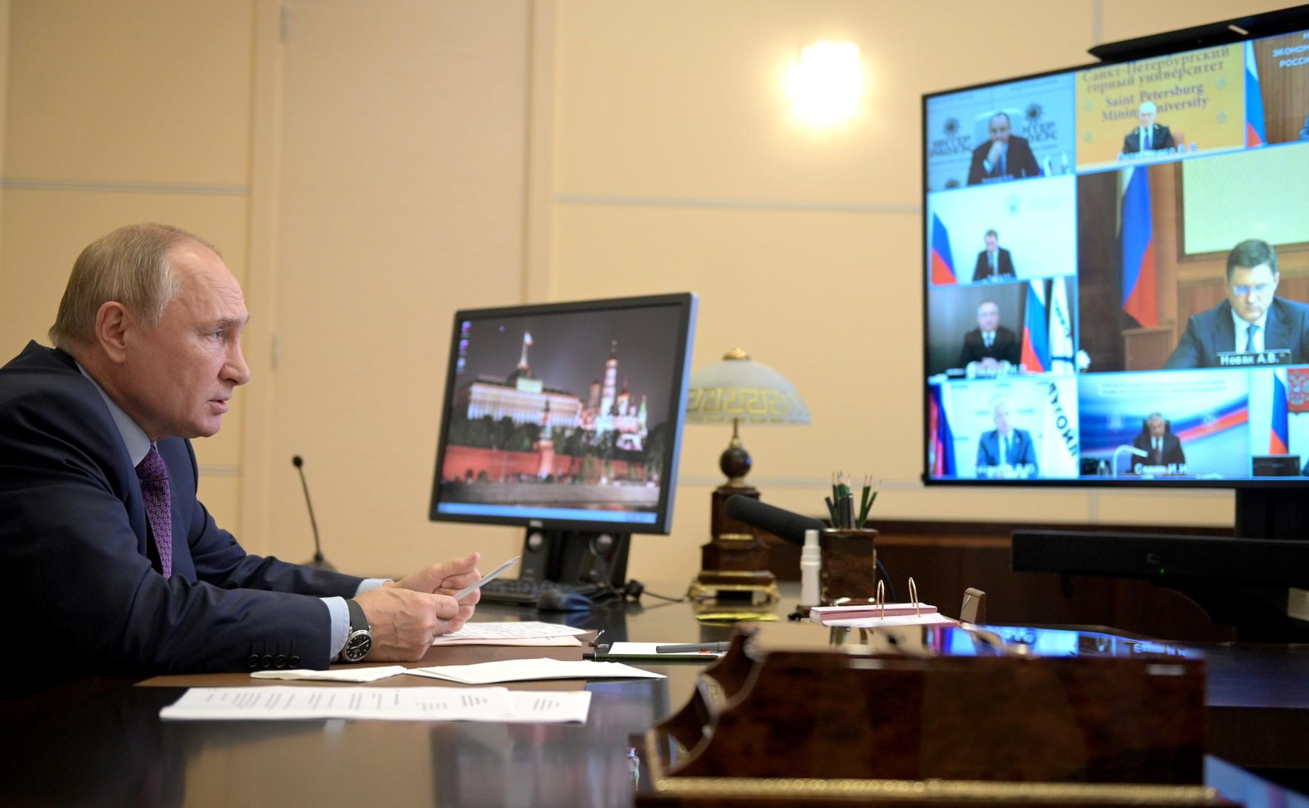 Путин поддержал идею увеличить предложение газа на рынке через Петербургскую биржу