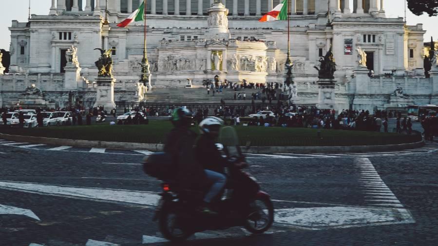 Вся культура оживает: В Италии решили отменить ковидные ограничения в театрах, кино и музеях
