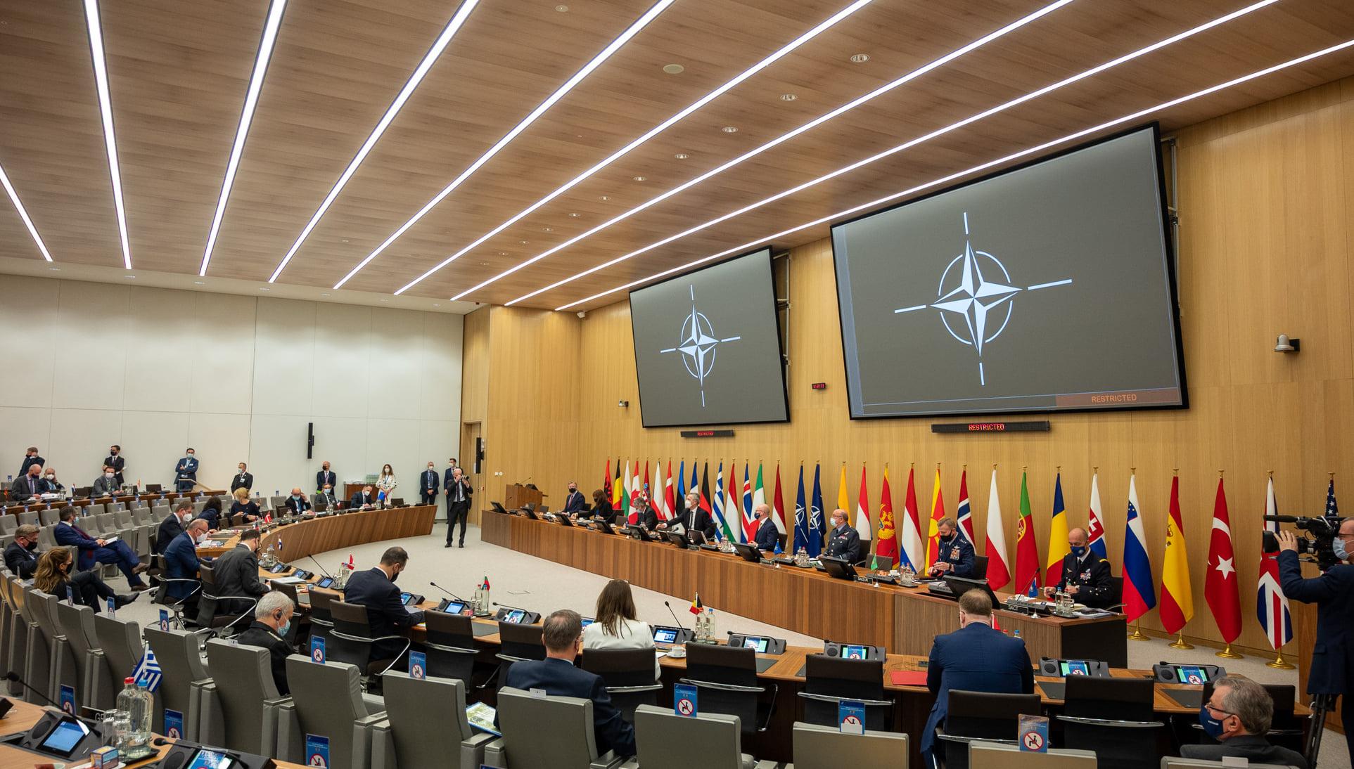 Захарова призвала НАТО заниматься не сдерживанием РФ, а реальными проблемами