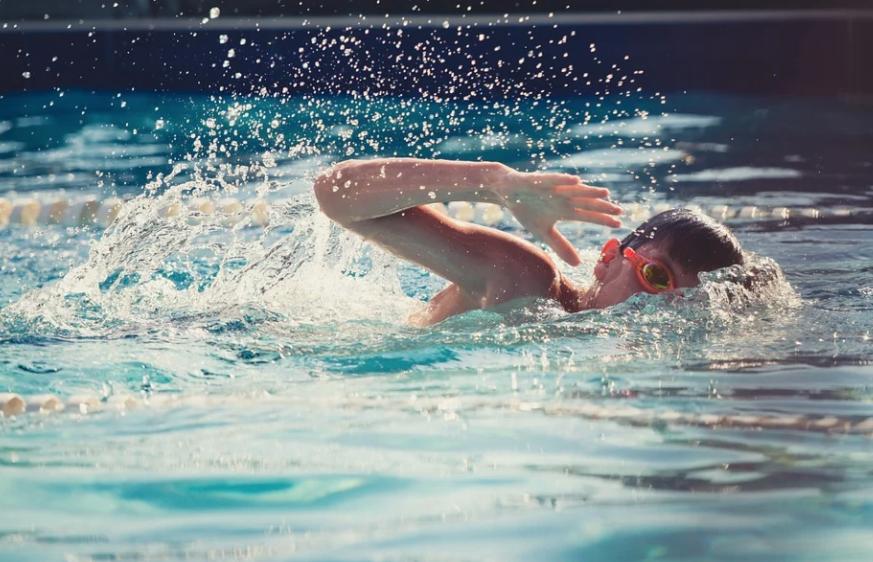 Путин поручил создать в России программу по всеобщему обучению детей плаванию