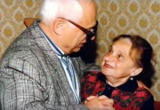Владимир Ворошилов с мамой.  Фото © stuki-druki.com