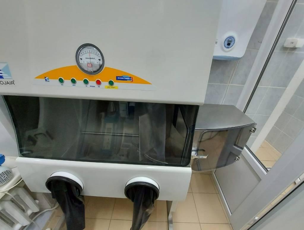 """Аэрозольная камера, в которой тестировали противомикробную защиту медицинских масок. Фото © """"Роскачество"""""""