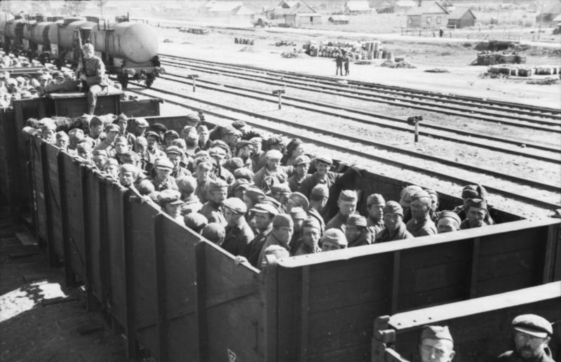 Перевозка советских военнопленных немцами, 1941 год. Фото © Wikipedia