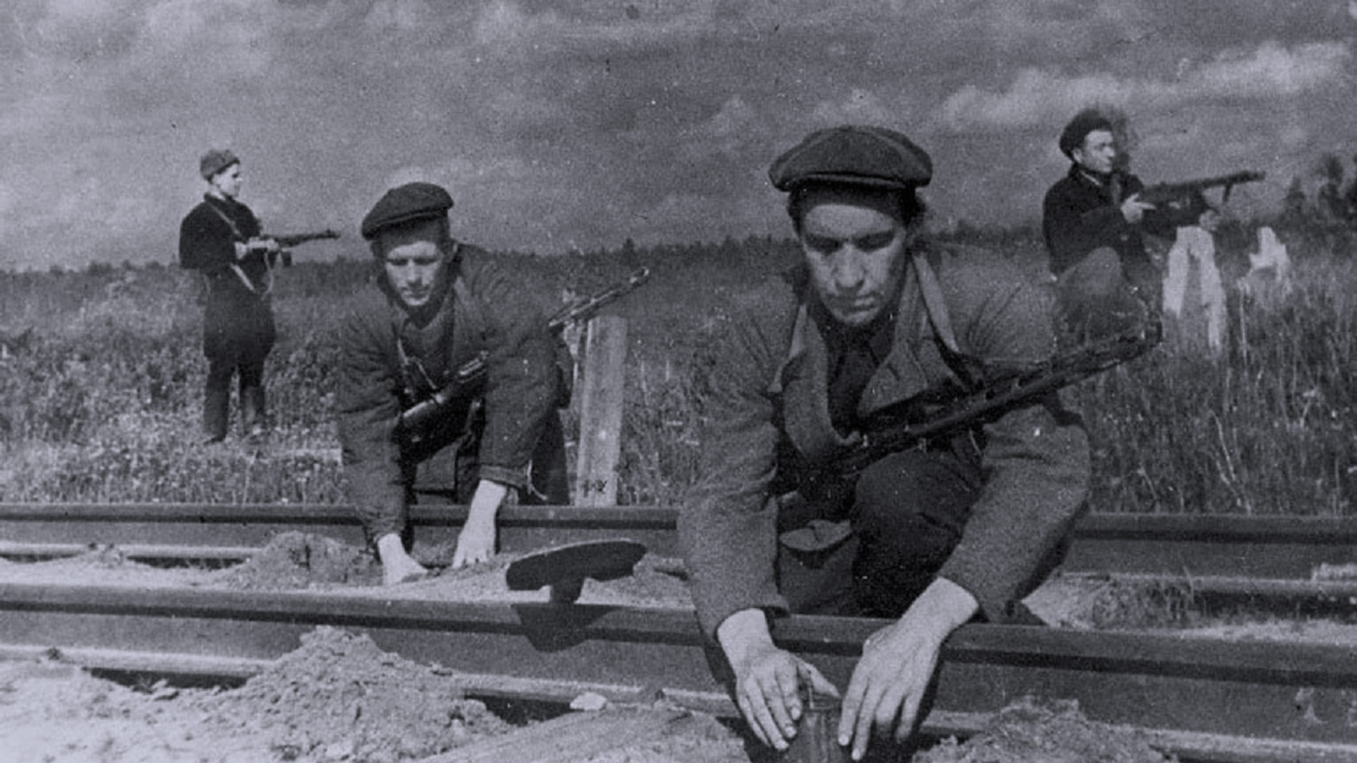 "<p>Фото © <a href=""https://www.polkmoskva.ru/articles/back/partizanskoe-i-podpolnoe-dvizhenie/"" target=""_blank"" rel=""noopener noreferrer"">polkmoskva.ru</a></p>"