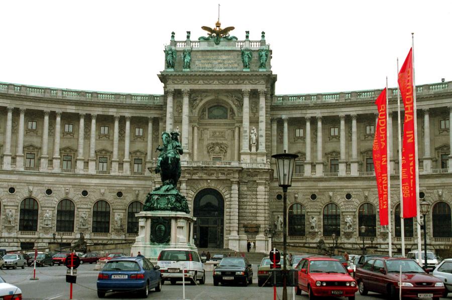 <p>Королевский дворец Хофбург в Вене, 1995 год. Фото © ИТАР-ТАСС / Николай Малышев</p>