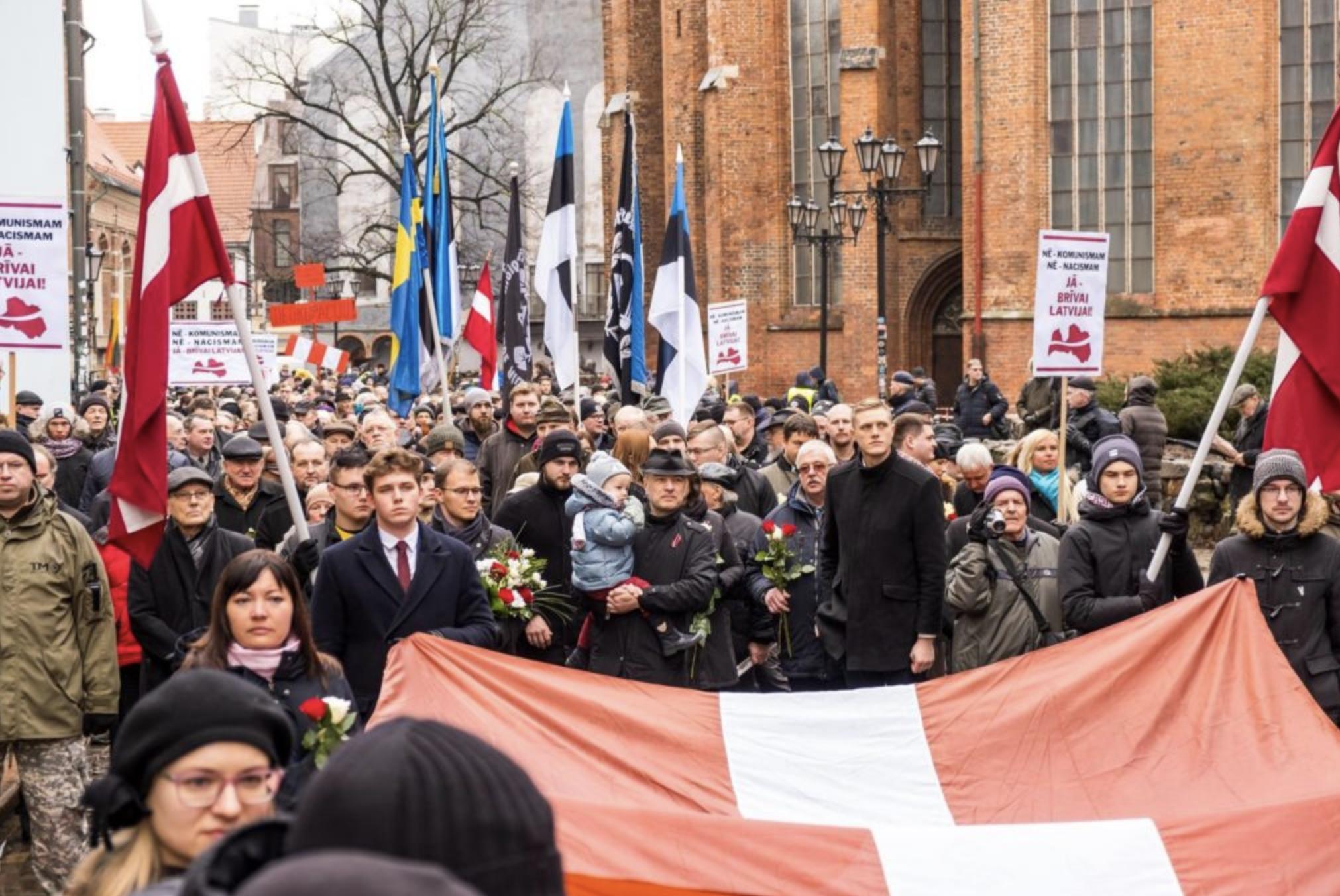16 марта в Риге проходят традиционные шествия в честь палачей, устроивших бойню в деревне Жестяная Горка. Фото © Nacionālā apvienība Visu Latvijai!