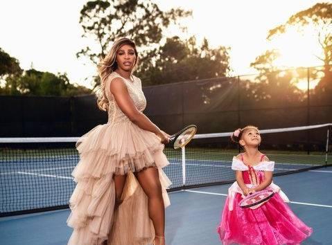 Серена Уильямс показала фанатам милые фото с дочкой в пышных платьях на корте