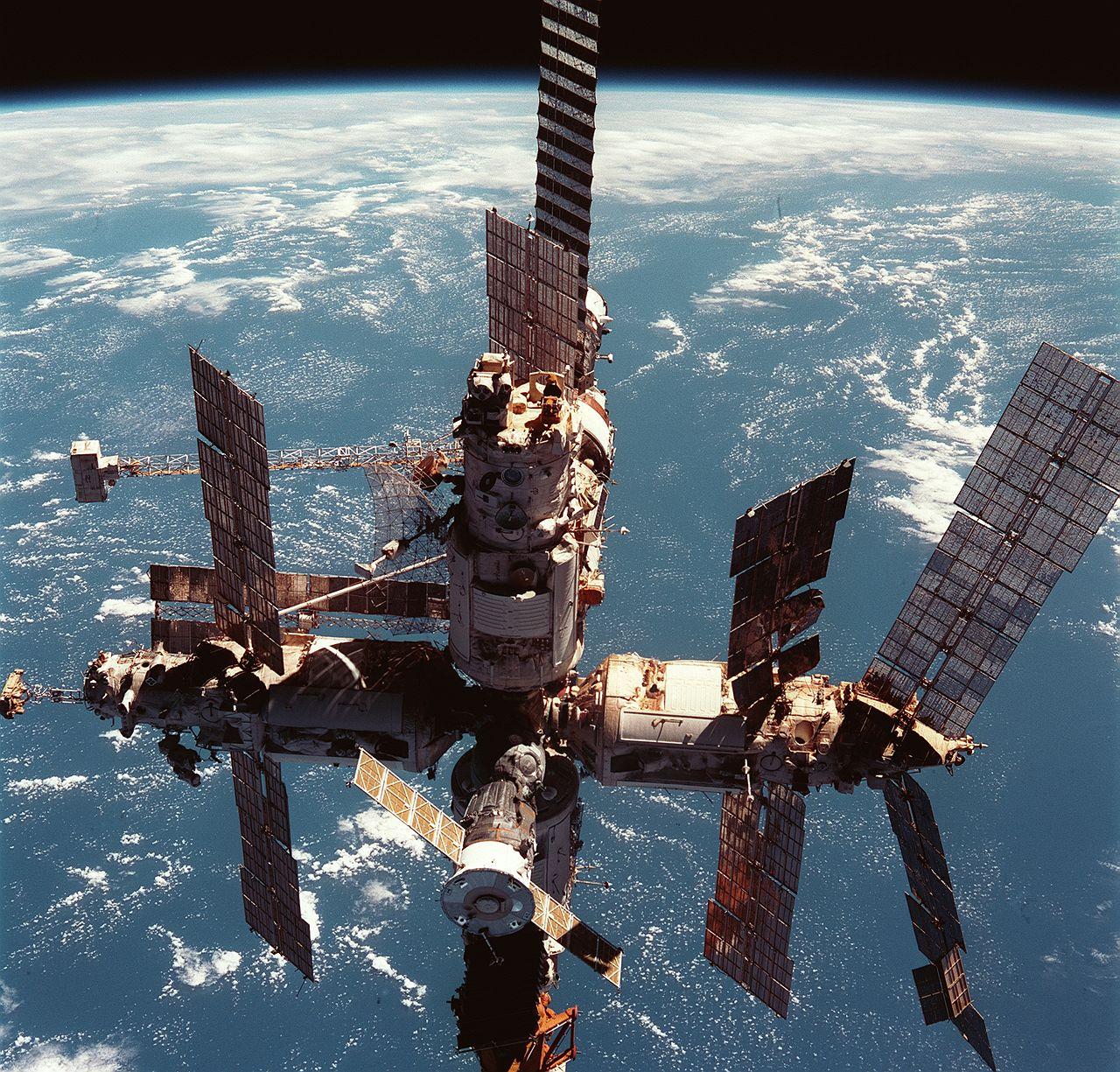 "Станция ""Мир"" 12 июня 1998 года. Фото © Wikipedia"