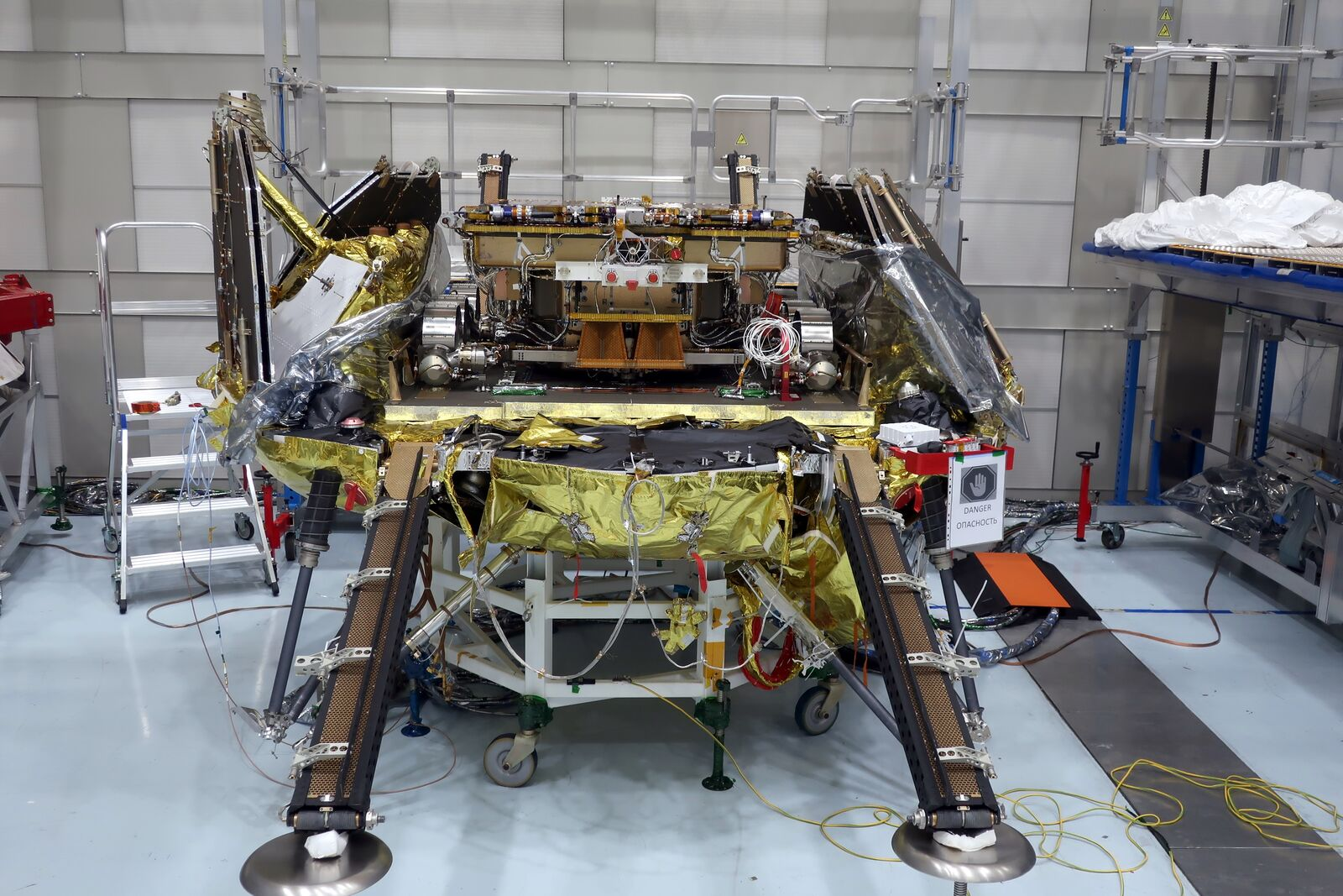"""Наземная платформа """"Казачок"""" с закреплённым на ней марсоходом """"Розалинд Франклин"""", декабрь 2020 года, Франция. Фото © ESA"""