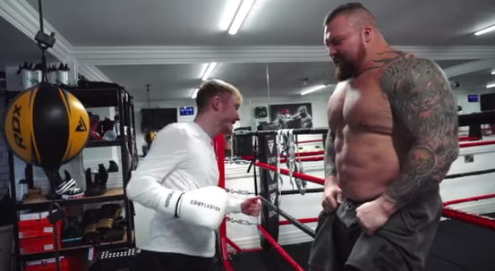 Кадры из видео © YouTube / Eddie 'The Beast' Hall
