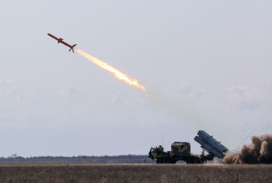 "<p>Ракета ""Нептун"". Фото © <a href=""https://commons.wikimedia.org/wiki/File:Neptune_cruise_missile_05.jpg?uselang=ru"" target=""_blank"" rel=""noopener noreferrer"">Wikipedia</a></p>"