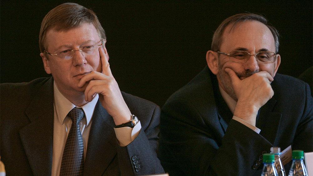 Анатолий Борисович Чубайс и Яков Моисеевич Уринсон. Фото © ТАСС / Денис Гришкин