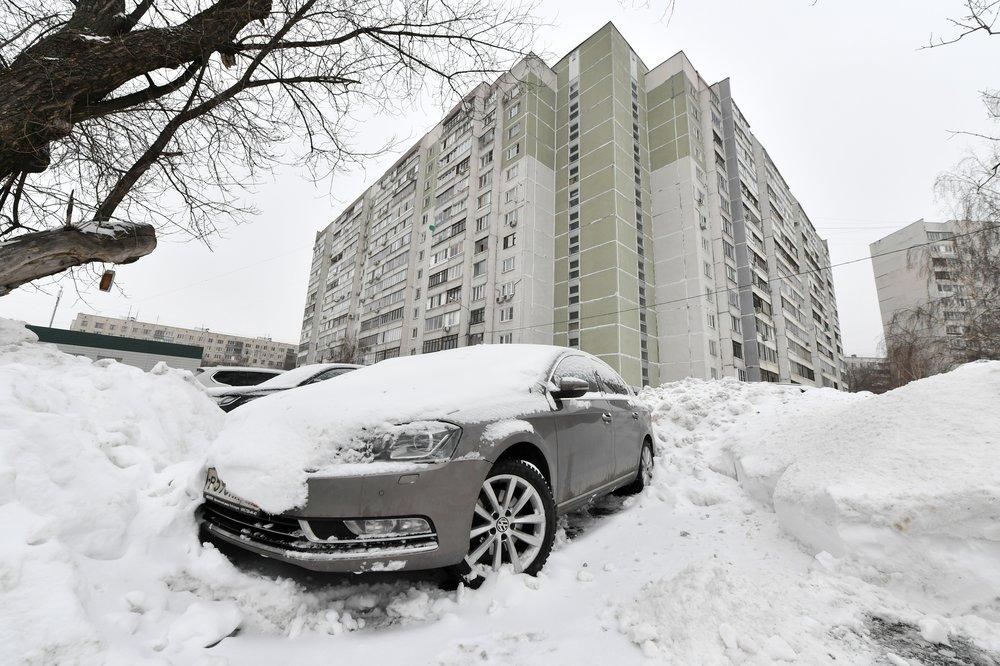 Сугроб спас жизнь: москвич выпал с 18-го этажа и выжил