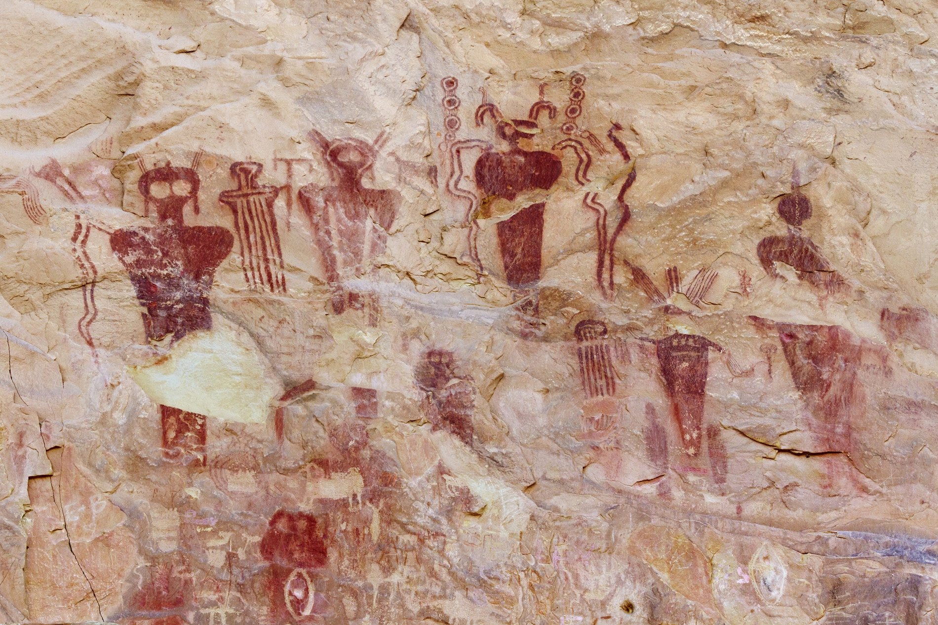 Фото © Gettyimages / Barrier Canyon Style Pictographs