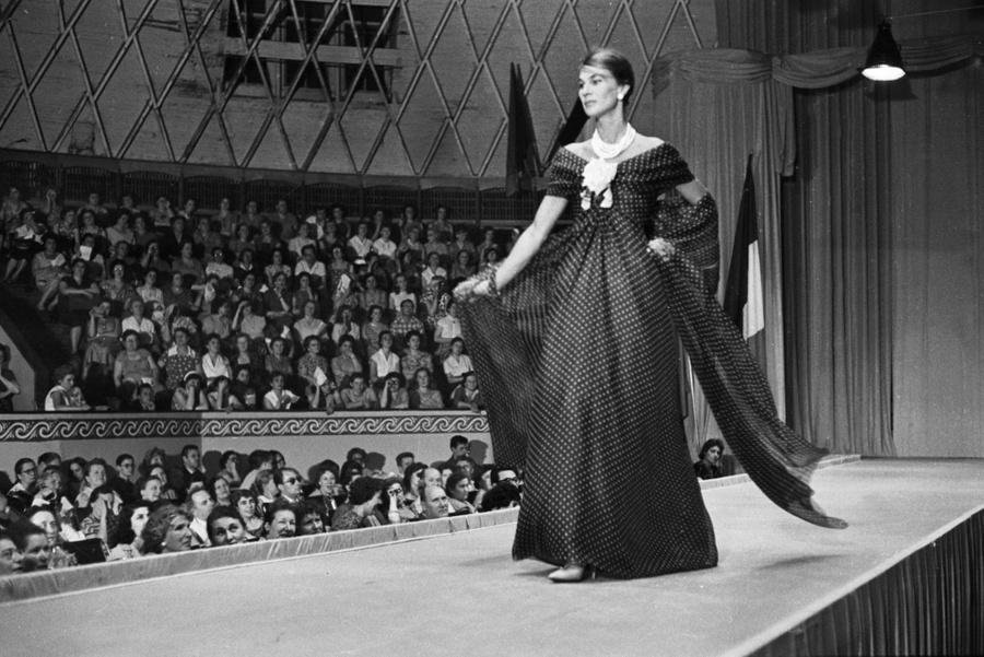 Показ мод Christian Dior, Москва, 18 июня 1959 г. Фото © Getty Images / Roger Viollet