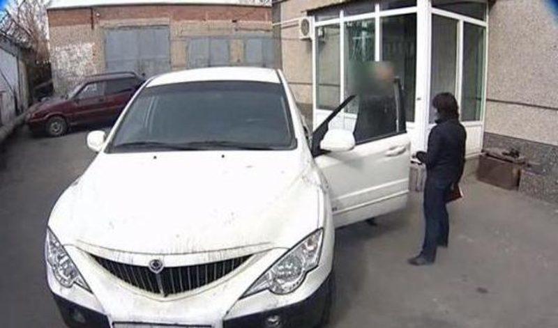 Потом в автомобиле Валерия Андреева обнаружили пятна крови и спермы. Скриншот © Вести Оренбуржья