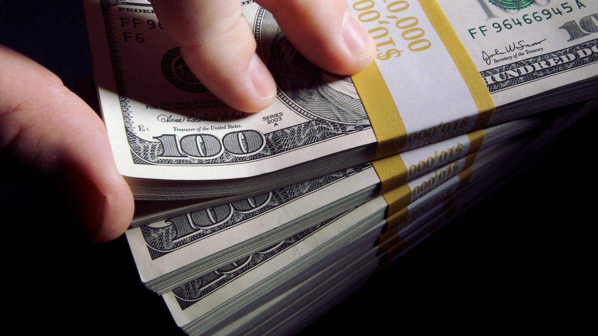 Весенний локдаун: почему доллар взял реванш и что угрожает курсу рубля