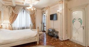 Объявление о продаже жилья в доме, где семье Шпигель принадлежат сразу три квартиры, одна из которых имеет площадь 475 кв. м. Фото© cian.ru