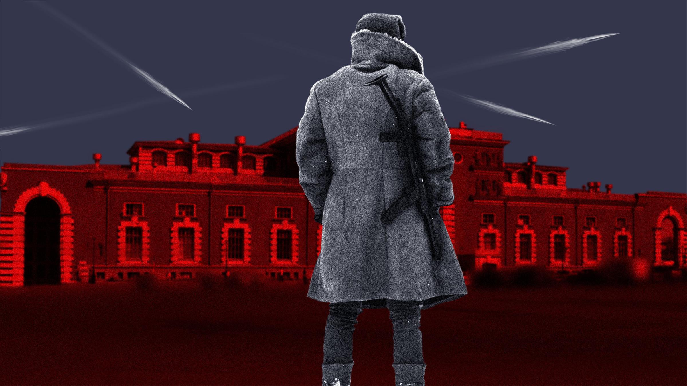 """<p>Коллаж LIFE. Фото © <a href=""""https://ru.depositphotos.com/451949476/stock-photo-soviet-soldier-coat-standing-gun.html"""" target=""""_blank"""" rel=""""noopener noreferrer"""">depositphotos</a>, <a href=""""http://www.rupoezd.ru/elektrichka-voronezh-kurskii_kastornaya-kurskaya-raspisanie-na-segodnya-i-zavtra-cena-i-stoimost-bileta-ostanovki-i-marshrut/"""" target=""""_blank"""" rel=""""noopener noreferrer"""">rupoezd.ru</a> </p>"""
