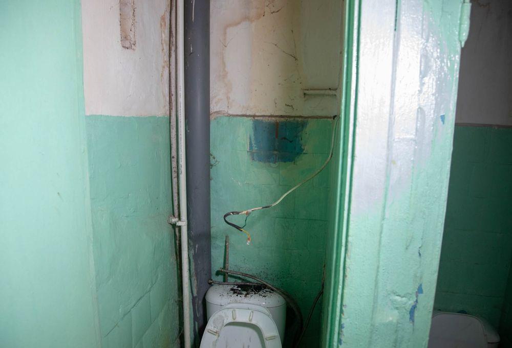 Туалет в общежитии, где произошла трагедия. Фото © Sakhalin.info