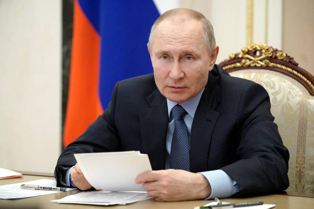 Путин призвал реагировать на привлечение подростков в незаконные действия через Сеть