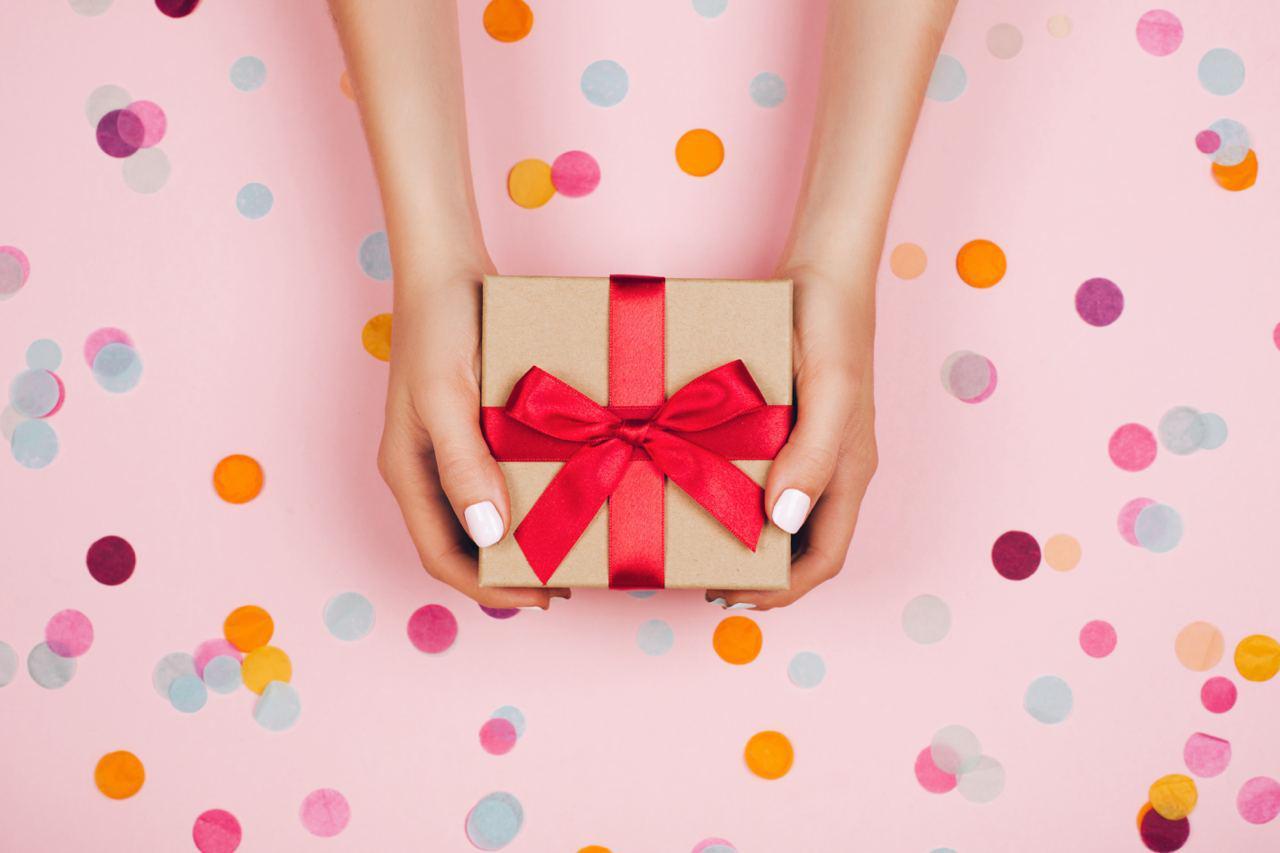 Психолог посоветовала женщинам отказаться от намёков на подарки к 8 Марта