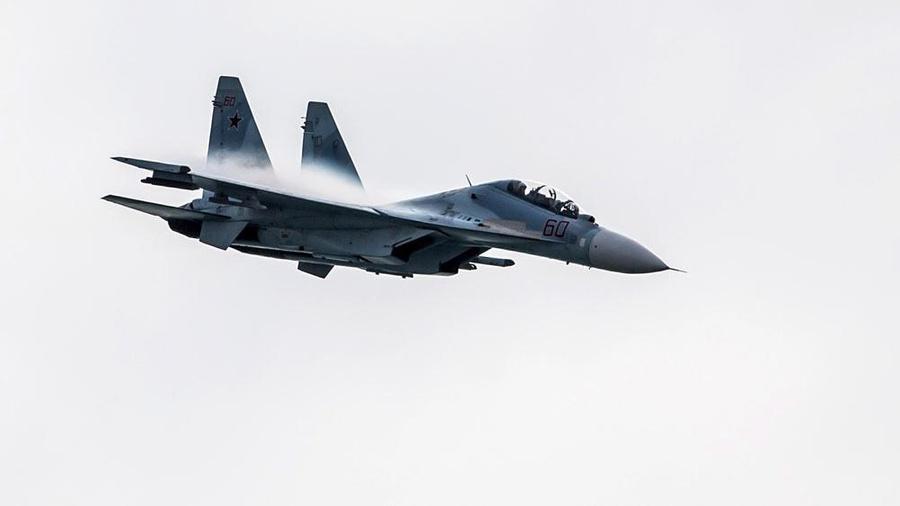Российский Су-27 подняли на перехват двух бомбардировщиков ВВС США в небе над Балтикой