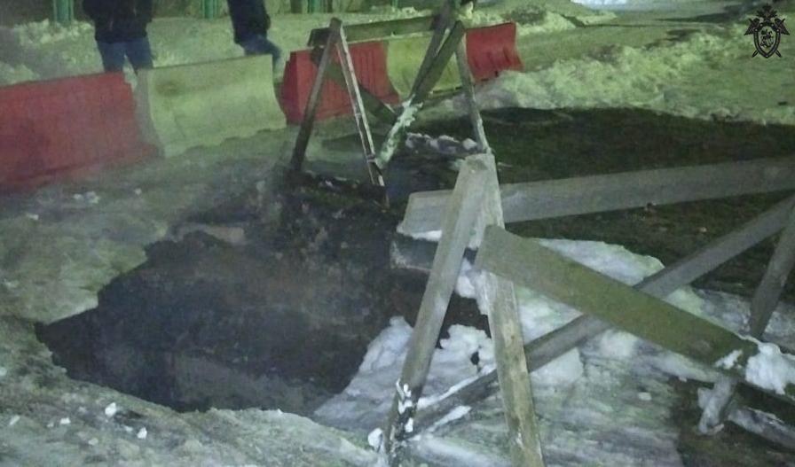 Жительница Нижегородской области обварилась кипятком, провалившись в двухметровую яму