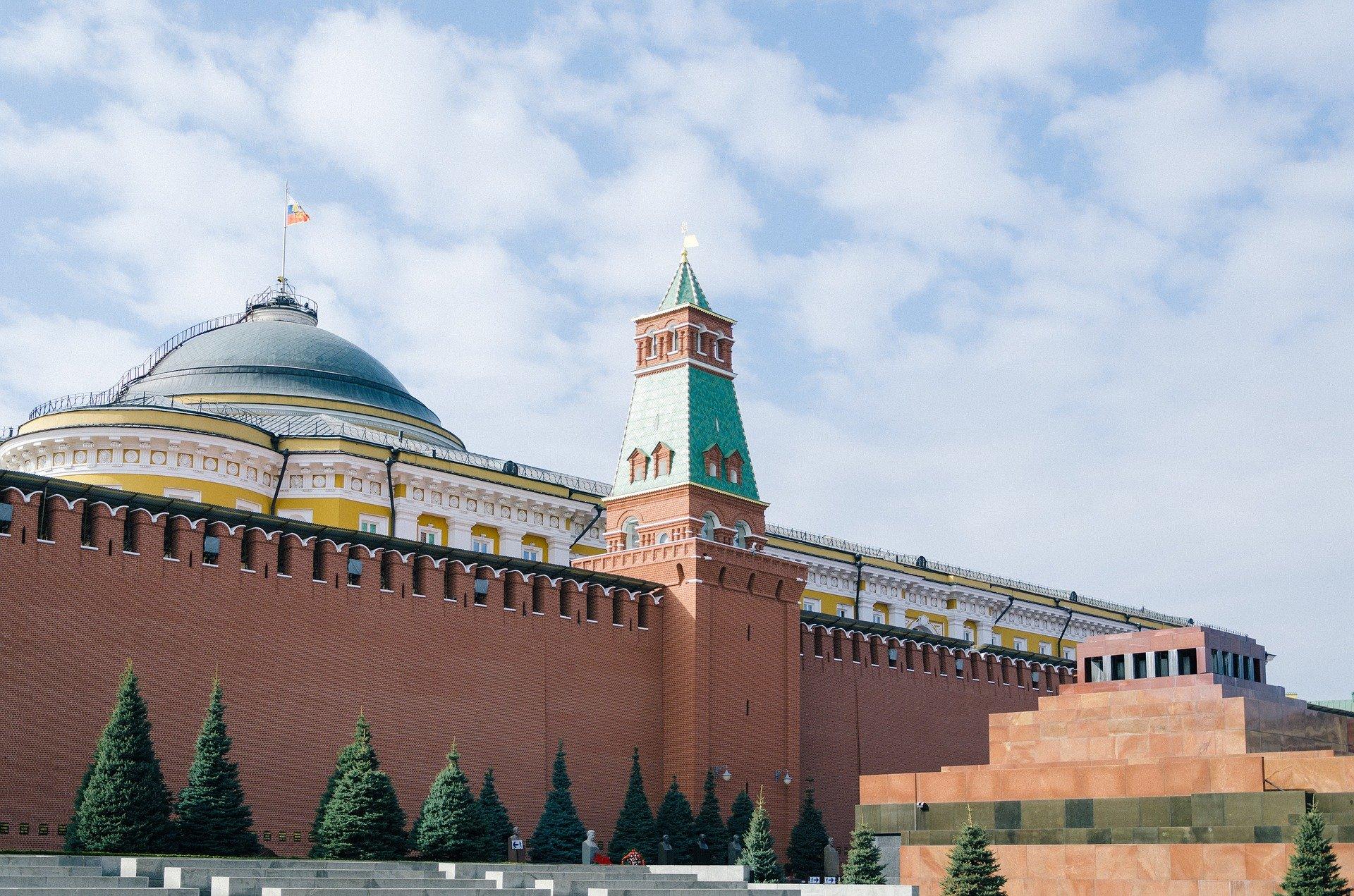 В Кремле назвали вмешательством в дела России новые санкции ЕС и США