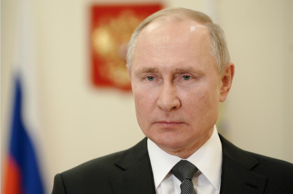 Путин пообещал защитить полицейских от угроз, поступающих через соцсети