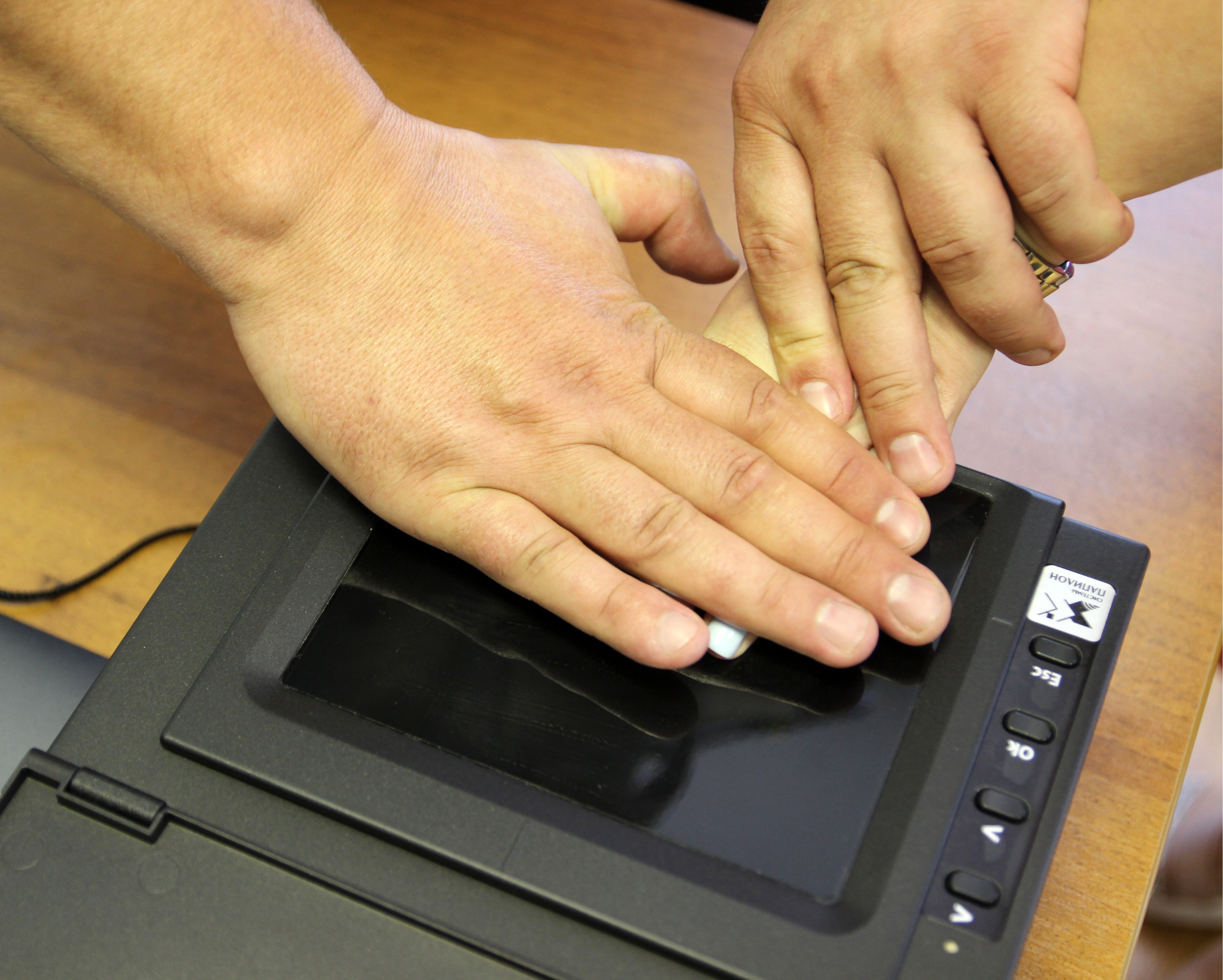 МВД отказалось от идеи хранить отпечатки пальцев россиян в базе данных до 100 лет