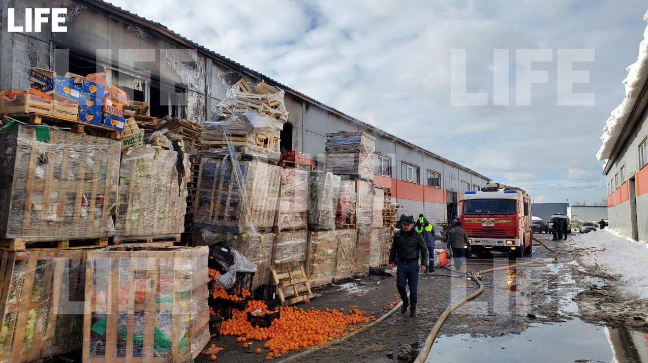 Фото с места происшествия в редакцию Лайфа прислал гражданский журналист через приложение LiveCorr (доступно на Android и iOS).