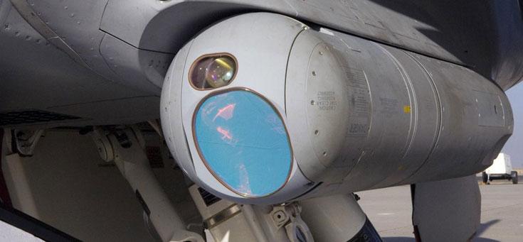 Инфракрасный модуль ATFLIR, установленный на борту истребителя-бомбардировщика F/A-18. Фото © RAYTHEON TECHNOLOGIES