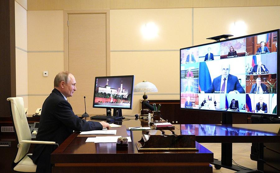 """<p>Президент Владимир Путинв ходе совещания счленами правительства (врежиме видеоконференции). </p><p>Фото © <a href=""""http://kremlin.ru/events/president/news/65258"""" target=""""_blank"""" rel=""""noopener noreferrer"""">Kremlin.ru </a></p>"""