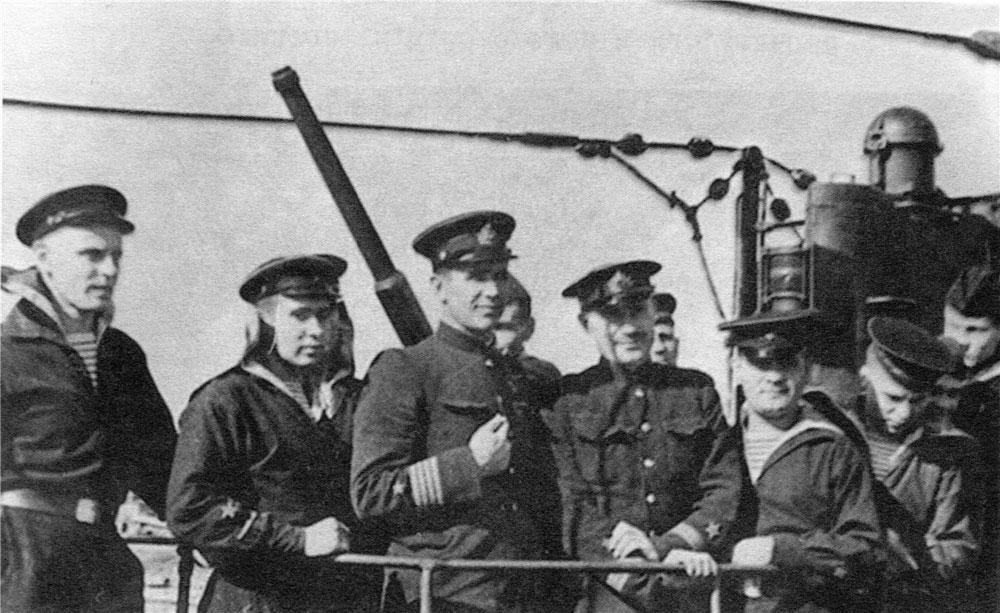 Члены экипажа Л-3 вместе с командиром ГрищенкоП.Д. Фото © Wikipedia