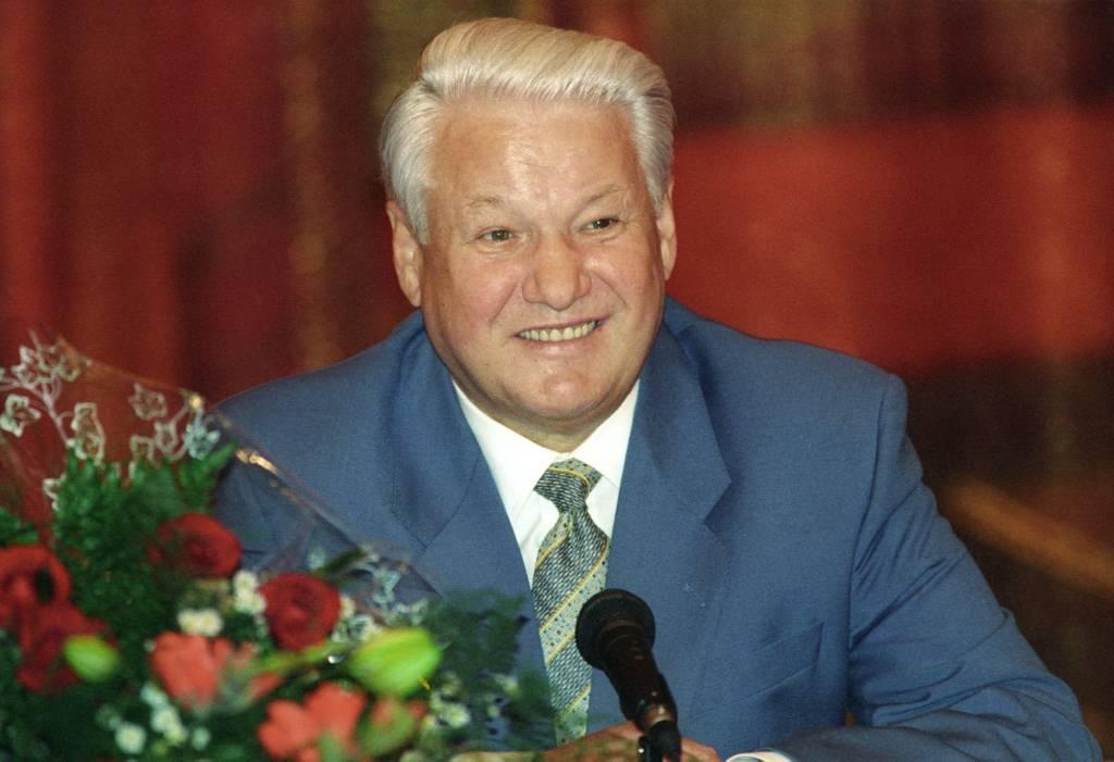 Политтехнолог рассказал о роли олигархов в победе Ельцина на выборах