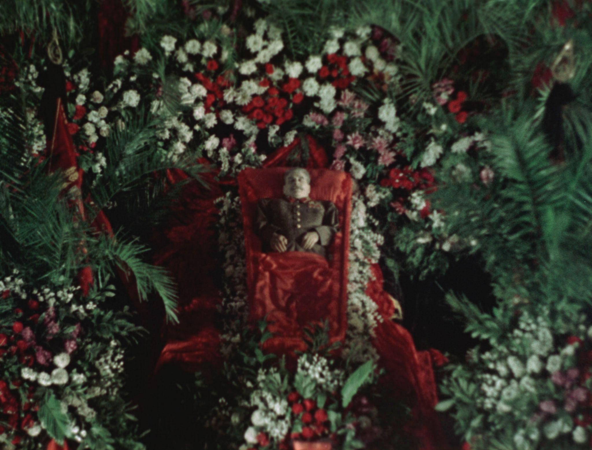 "<p>Фото © Документальный фильм ""Государственные похороны"" / <a href=""https://loznitsa.com/movie/state_funeral"" target=""_blank"" rel=""noopener noreferrer"">loznitsa.com</a></p>"