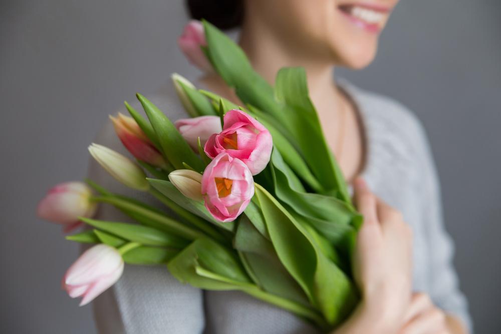 Сладости стали редкостью: россиянки рассказали, что чаще всего получают от работодателей на 8 Марта