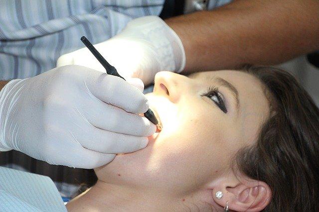 Стоматолог раскрыла самый простой способ сэкономить на лечении зубов