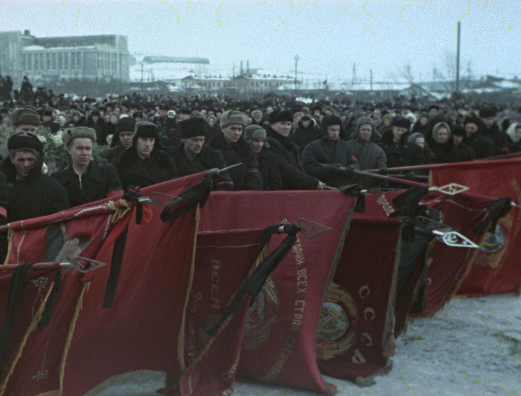 """Фото © Документальный фильм """"Государственные похороны"""" / loznitsa.com"""