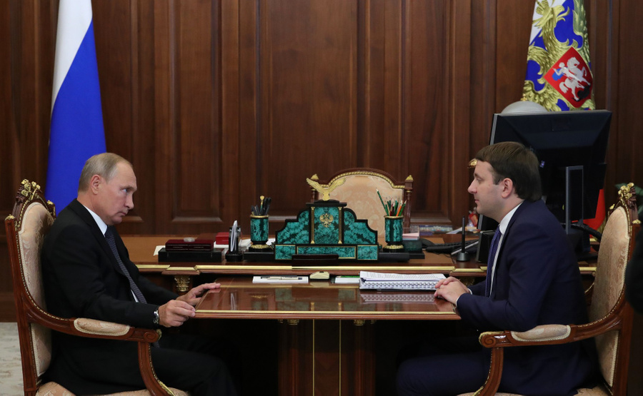 <p>Президент РФ Владимир Путин и помощник президента России Максим Орешкин. Фото © Kremlin</p>
