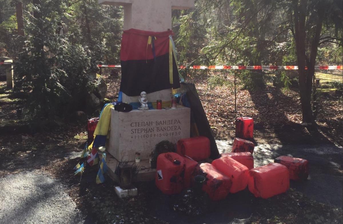 В Германии неизвестные осквернили могилу Бандеры и расстроили посла Украины