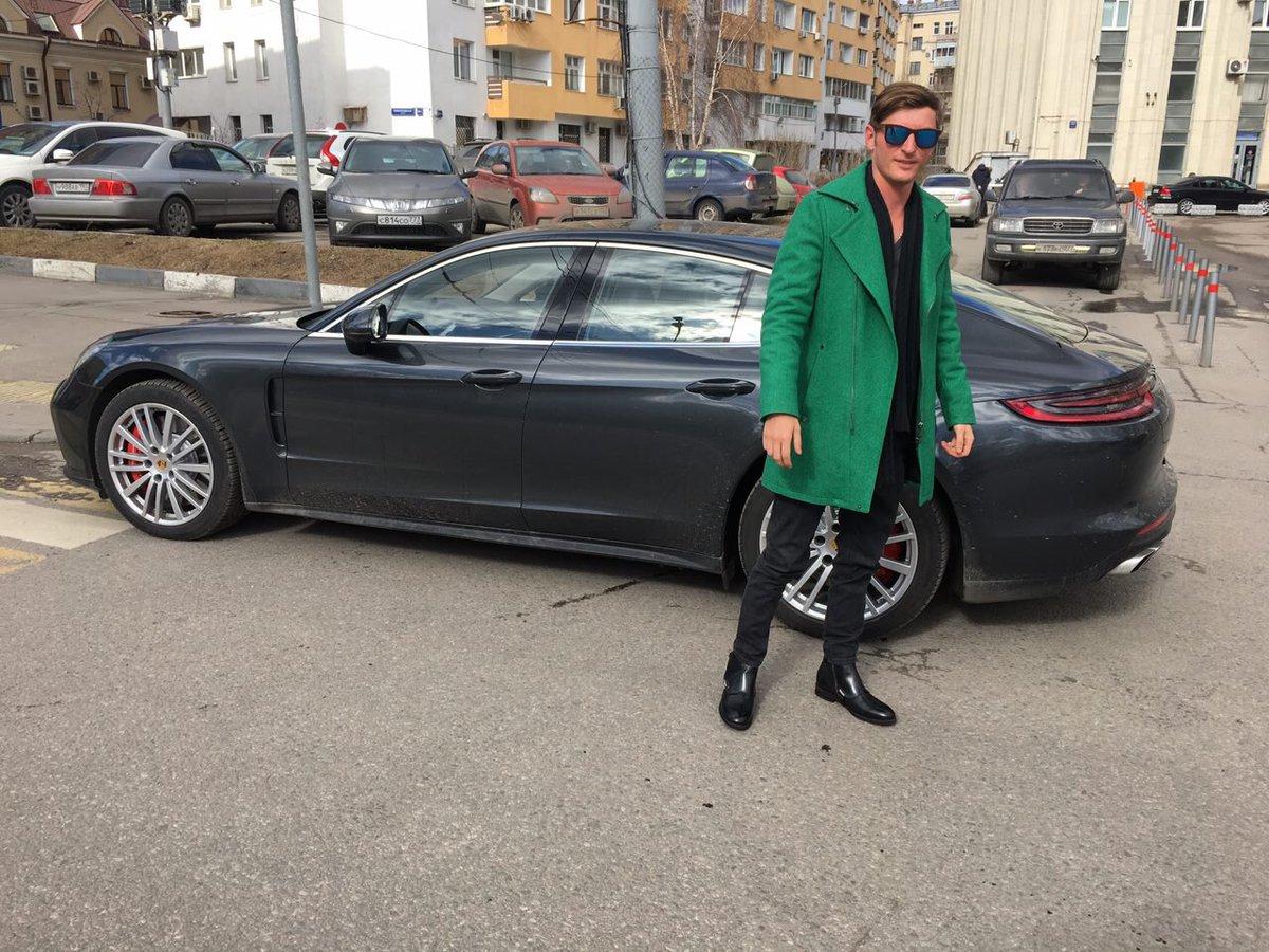 """Павел Воля со своим автомобилем.  Фото © """"Авто Новатор"""""""