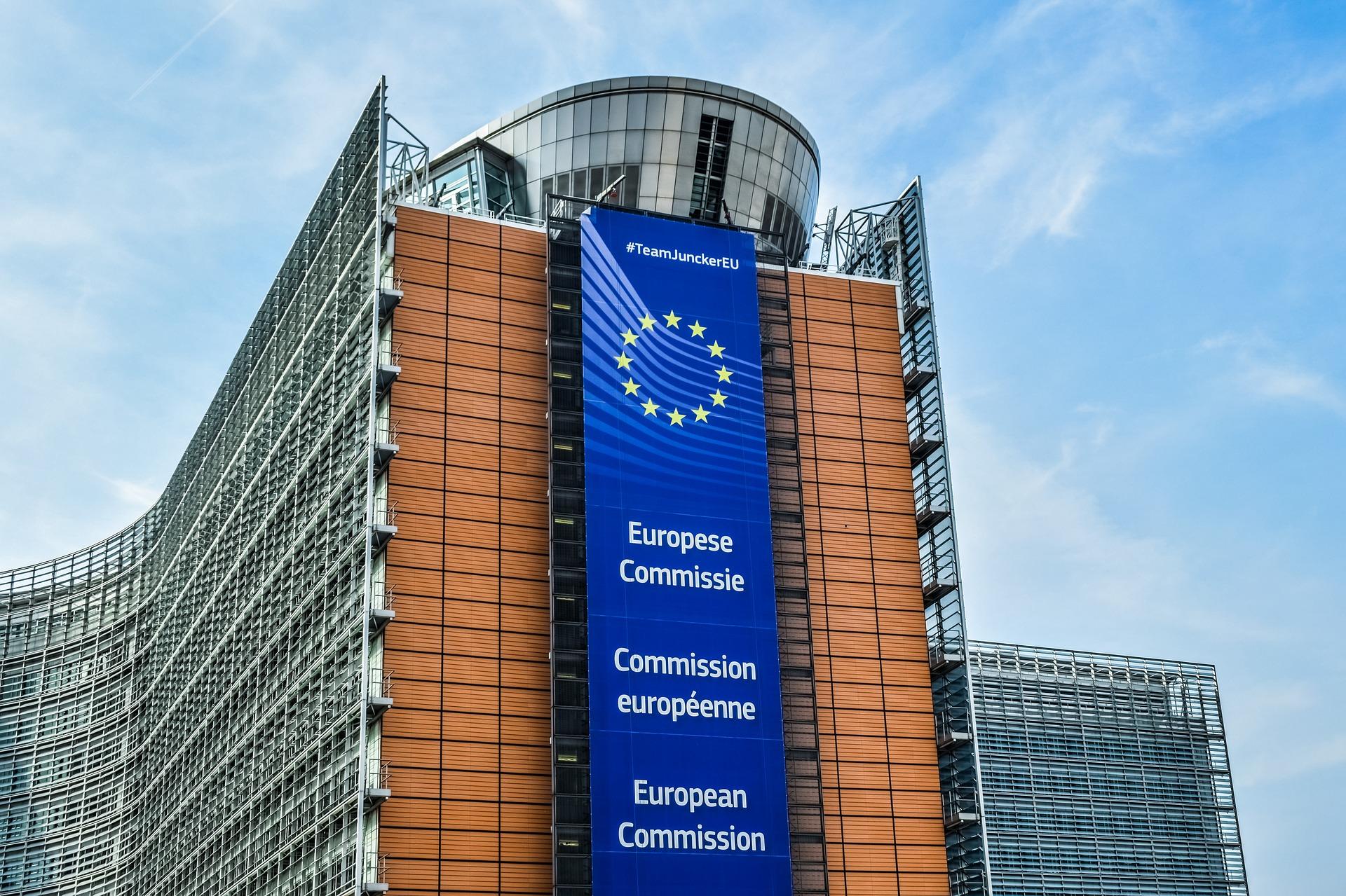 """""""Устала быть козлом отпущения"""": глава Еврокомиссии раскритиковала производителей вакцины за срыв сроков поставки в ЕС"""