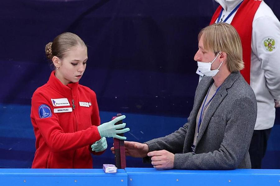 <p>Александра Трусова и Евгений Плющенко. Фото © ТАСС / Олег Бухарев</p>