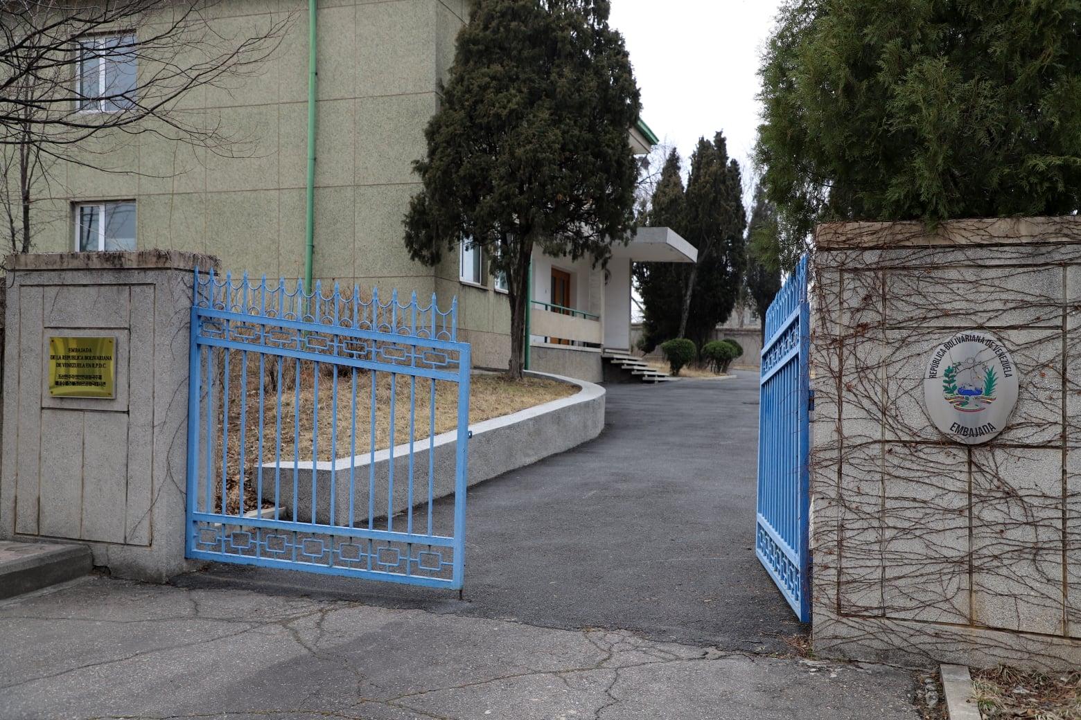 166742097128.486 В КНДР закрылись посольства 12 стран