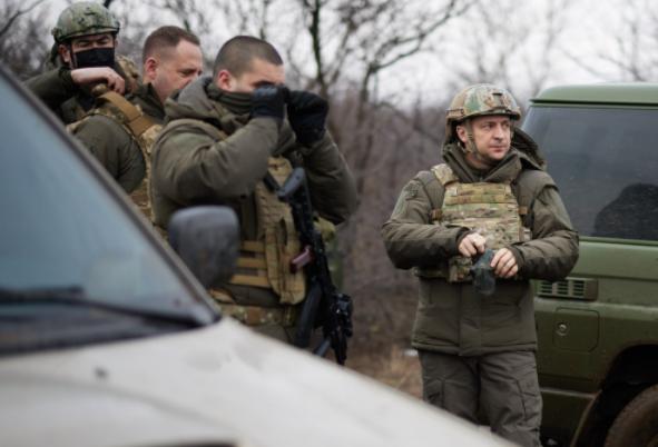 "<p>Фото © <a href=""https://www.president.gov.ua/ru/photos/robocha-poyizdka-prezidenta-ukrayini-do-doneckoyi-oblasti-3837"" target=""_blank"" rel=""noopener noreferrer"">Сайт президента Украины</a></p>"